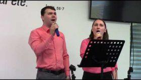 Fratele Ionuț cu soția -  Totul se învecheşte